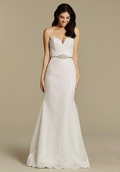 Mermaid styled wedding dress with sweetheart neckline and lace bodice I Style: 2601 I by Tara Keely I http://knot.ly/64978HCA3