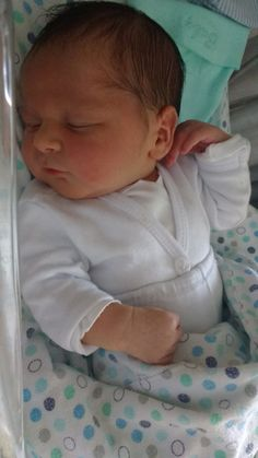 Baby Boy Pictures, Cute Baby Videos, Cute Baby Pictures, Newborn Pictures, Cute Baby Boy, Cute Little Baby, Baby Kind, Cute Kids, Real Life Baby Dolls