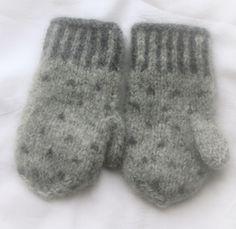 Epla er et nettsted for kjøp og salg av håndlagde og andre unike ting! Socks, Mittens, Winter, Baby, Fashion, Fingerless Mitts, Winter Time, Moda, La Mode