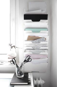 Самые удобные и красивые способы хранения для канцелярии, бумаг и мелочей, необходимых на рабочем месте.