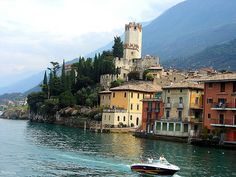 How to visit Lake Garda on a ferry boat