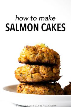 This salmon cake recipe recipe combines the flavors of lemon, parsley, and garlic but the most flavor is from the salmon. For best texture, the recipe has little filler and is baked in a very hot oven. Quick Recipes, Cake Recipes, Healthy Recipes, Delicious Recipes, Grilled Salmon, Baked Salmon, Salmon Panko, Good Food, Yummy Food