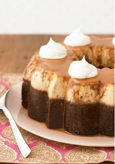 Postres - Desserts - ChocoFlan – A ridiculously easy chocolate dessert recipe to make! With just 15 minutes of prep time, this flan is a show-stopper. Kraft Foods, Kraft Recipes, Cake Recipes, Dessert Recipes, Chocolate Flan, Easy Chocolate Desserts, Köstliche Desserts, Delicious Desserts, Bolo Flan