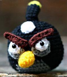 """Angry Bird Negro Amigurumi ~ Patrón Gratis en Castellano en PDF (Click al lado de la foto: """"Angrynegro.pdf"""" para descargarlo)"""