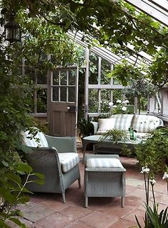 The Little Corner Blog ... such a lovely outdoor living space, I'd never leave!