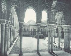 Patio de los Leones. Alhambra de Granada. Foto antigua. Granada, España.
