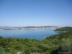 Auf der Insel Ciovo vermischt sich das Blau des Himmels und des Meers mit dem wunderschönen Grün der Bäume!!