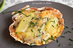 Coquilles St Jacques gratinées Fish Recipes, Seafood Recipes, Dinner Recipes, Cooking Recipes, Drink Recipes, Coquille Saint Jacques, Good Food, Yummy Food, Salty Foods