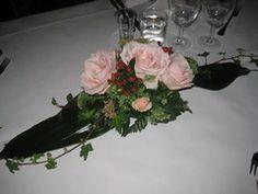 Vaalean roosa kukka-asetelma