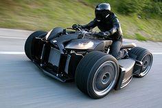 Wazuma: La Motocicleta de Cuatro Ruedas Más Cara del Mundo Wazuma, la supermotocicleta V8, actualmente considerada la más cara en el mundo, diseñada y desarrollada por Lazareth, ha sido clasificada como demasiado potente para ser conducida por carreteras normales y por lo tanto, la han limitado estrictamente a las pistas de carreras ó carreteras de máxima velocidad.