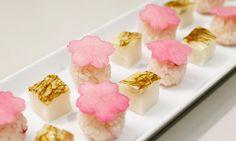 祈りながら春を…(蒲鉾とさくらの一口手まり寿司)|レシピ&グルメノート