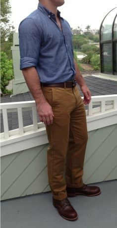 This pairing of a navy chambray long sleeve shirt and tobacco chinos is hard proof that a pared down casual outfit can still be really interesting. Not sure how to round off this look? Wear a pair of burgundy leather casual boots to bump it up. Chinos Men Outfit, Khaki Pants Outfit, Casual Belt, Casual Outfits, Men Casual, Cochella Outfits, Kaki Shirt, Denim Shirt, Jeans