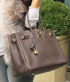 Hermes birkin bag in brown. It is a gorheous bag to wear in this cold weather. Hermes Birkin, Hermes Bags, Hermes Handbags, Luxury Handbags, Fashion Handbags, Purses And Handbags, Handbags Michael Kors, Designer Handbags, Cheap Handbags