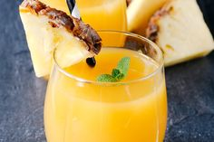Quick Quencher Pineapple: Abundance of vitamins B2, C, potassium, and fiber, hydrates, refreshing and energizing  One whole lemon with peel 1/4 pineapple Two cucumbers Two stalks celery