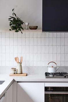 Modern Kitchen Interior Gorgeous Kitchen Backsplash Decoration Ideas 45 - Kitchen backsplash tile is the perfect blending of functionalism and decorative artwork. Kitchen backsplash tile combines strength, durability, hygiene and […] Kitchen Inspirations, Scandinavian Kitchen, Kitchen Remodel, Kitchen Decor, Modern Kitchen, Kitchen Dining Room, Home Kitchens, Minimalist Kitchen, Kitchen Renovation