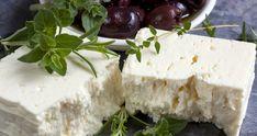 Máte rádi pikantní sýry? Jeden znich vás teď naučíme připravit ve vaší domácí kuchyni. Vyjde vás to na zlomek ceny, kterou byste něj zaplatili v obchodě. Goat Milk Recipes, Feta Cheese Recipes, Feta Cheese Nutrition, Cheese Lover, Kashkaval Cheese, White Cheese, Cheese Shop, Homemade Cheese, G 1