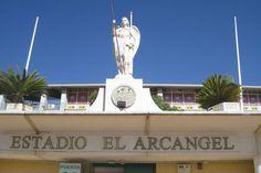 Estatua actual del Estadio El Arcángel