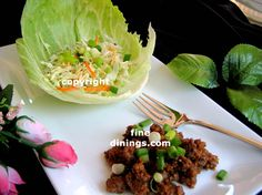 lettuce wrap beef teriyaki recipe with garlic, teriyaki sauce, coleslaw, chili paste, sesame oil and other ingredients wrapped in lettuce leaves Beef Lettuce Wraps, Lettuce Wrap Recipes, Gourmet Recipes, Cooking Recipes, Healthy Recipes, Ground Sirloin, Ground Beef, Strawberry Soup, Chuck Roast Recipes