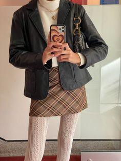 Retro Outfits, Cute Outfits, Old Money, Fashion Lookbook, Autumn Fashion, Fashion Black, Fitness Inspiration, Blazer, My Style