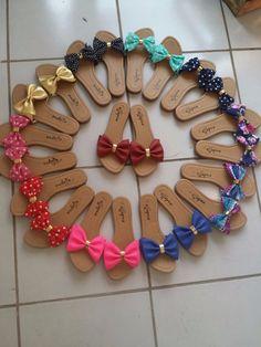 Cute Shoes Flats, Shoes Flats Sandals, Flat Sandals, Shoe Boots, Fabric Flip Flops, Shoe Makeover, Decorating Flip Flops, Fashion Slippers, Stylish Sandals