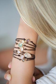 Armbänder - Lederarmband Runder oder Oval Gefasster Stein - ein Designerstück von lebenslustiger-com bei DaWanda