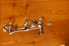 手が空いていなくても、石鹸がついていても使いやすいレバーハンドル式の水栓金具。 #G様邸新御徒町 #LIXIL #SF-16Z-13洗面 #洗面台 #狭小住宅 #インテリア #EcoDeco #エコデコ #リノベーション #renovation #東京 #福岡 #福岡リノベーション #福岡設計事務所 Bathroom Hooks