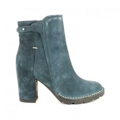 Ankle boots in real suede with side zip. Rubber sole and inside fusbett 7,5 cm high.