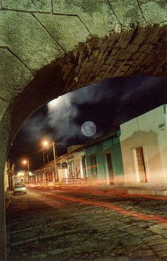 "Our famous and romantic \""Luna de Xelaju\"" (moon of Xelaju) in #Guatemala by www.cooperativefo..."