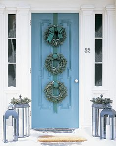 Love the triple wreath on this door. Also LOVE the door design and color, plus the columsn flanking the side lights. Check out the candle lanterns on the ground ... they'd look beautiful at night!