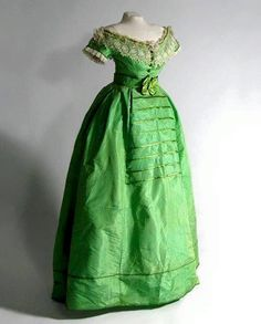 Green silk dress. circa 1840s. Abiti Verde Smeraldo 32143c81b5e