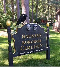 Cemetery Sign Halloween Outdoor Props Thrift a twin bed headboard Halloween Outside, Halloween Graveyard, Halloween Tombstones, Fairy Halloween Costumes, Halloween Drinks, Creepy Halloween, Halloween Signs, Outdoor Halloween, Halloween Projects