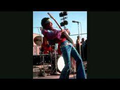 "Jimi Hendrix, Hey Baby (New Rising Sun) (First rays of the new rising sun; 1997). ""Is the microphone on?"", pergunta Hendrix pouco depois de dois minutos de música. Sem palavras pra genialidade disso: https://www.youtube.com/watch?v=xAj5gtSJcuM"