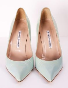 #ManoloBlahnik    Perfect #mint shade to this shoe. Great for #spring , #summer , or #winter .