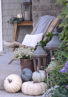 Neutral Fall Decor with white and grey pumpkins. Grey pumpkins Neutral Fall Decor with white and grey pumpkins. Pumpkin Decorating, Porch Decorating, Decorating Ideas, Decorating With White Pumpkins, Decor Ideas, Fall Home Decor, Autumn Home, Autumn Fall, Grey Pumpkin