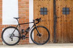Aufbau-Story: Ritcheys neuester Swiss Cross mit moderner Geometrie, geändertem Rohrsatz und Scheibenbremsen als All(-in-One)-Terrain-Bike: Gravel Bike, Cyclecrosser, Winterbike und Endurance-Renner in einem.
