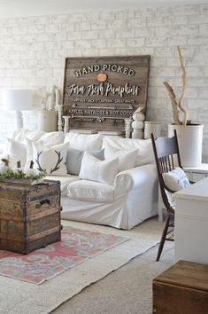 4 Simple Tips and Tricks: Classy Vintage Home Decor Man Cave vintage home decor ideas shabby chic.Vintage Home Decor Living Room Baskets vintage home decor diy sheet music.Modern Vintage Home Decor Country. Diy Home Decor Rustic, Vintage Home Decor, Farmhouse Decor, Farmhouse Signs, Farmhouse Style, Antique Farmhouse, White Farmhouse, Modern Farmhouse, My Living Room