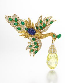The Walska Briolette Diamond brooch with 96.62-carat fancy-vivid yellow diamond - Image: Sotheby's