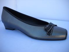 Brenda Zaro from Spain. Charcoal and Black court with bow and tapered heel. Court Heels, Smart Casual, Loafers Men, Work Wear, Charcoal, Spain, Oxford Shoes, High Heels, Dress Shoes