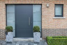 Inbraakveilig gekeurde deur Présence, model  Anaf UNI 3013(c) met zijlichten en uitgelijnde beglazing