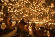 Loy Krathong Floating Lantern Festival in Chiang Mai, Thailand- floating lanterns Lantern Festival Thailand, Floating Lantern Festival, Thailand Festivals, Floating Lanterns, Floating Lights, Sky Lanterns, Paper Lanterns, Candle Lanterns, Lantern Lighting