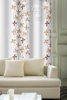 Závěs OXFORD 33655/169 - Krásná dekorační látka s květinovým motivem v cihlově červené a oranžové barvě na bílém podkladu. Pěkná a pevná závěsovina svou strukturou připomíná režnou látku, je však měkk