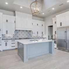 Stunning white kitchen cabinet decor for 2020 design ideas 25 Home Decor Kitchen, Interior Design Kitchen, Interior Livingroom, Beautiful Kitchens, Cool Kitchens, White Kitchens Ideas, Light Blue Kitchens, Country Kitchens, Dream Kitchens