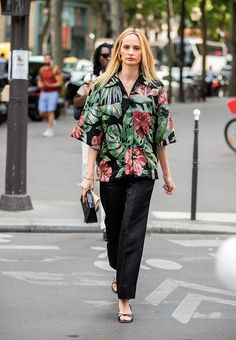 Lauren Santo Domingo is seen wearing button shirt with floral print outside Schiaparelli during Paris Fashion Week - Haute Couture Fall/Winter on July 2019 in Paris, France. (Photo by Christian Vierig/Getty Images) Spring Fashion Trends, Spring Trends, Best Leather Jackets, Lovers And Friends Dress, Fashion 2020, Paris Fashion, Floral Prints, Tropical Prints, Summer Wardrobe