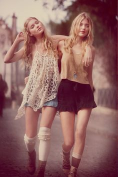 I love this stunning page from the Paris Free People catalog - the ruffled socks especially! Look Boho Chic, Hippy Chic, Estilo Boho, Looks Style, Style Me, Boho Style, Style Indie, Hipster Style, Streetwear
