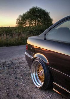 BMW e36: Stretched tyres on BBS RS wheels