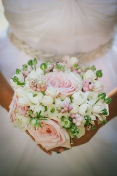 beautiful spring bouquet with berries // photo by Lelia Scarfiotti // flowers by Italia Celebrations