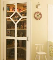 cool door,  but it means I would need to keep the pantry really neat #cultivateit