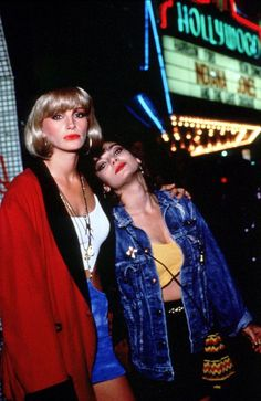 """Julia Roberts and Laura San Giacomo hook it up in """"Pretty Woman"""""""