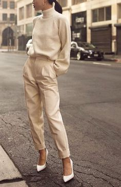 style winter fashion fall look autumn outfit ootd neutrals beige t Fashion Mode, Look Fashion, Trendy Fashion, Fashion Fall, Workwear Fashion, Feminine Fashion, Autumn Winter Fashion, Trendy Style, Classy Fashion