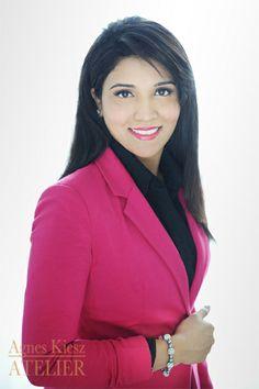 Audrey Massey, a real estate agent - agneskiesz.com #professional #headshot #business #real estate #toronto